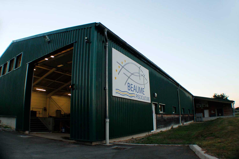 le nouveau bâtiment de stockage de la pisciculture Beaume